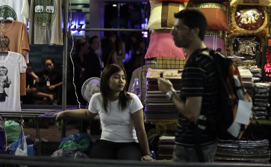 bangkok-foreigner-market-thailand-940x580
