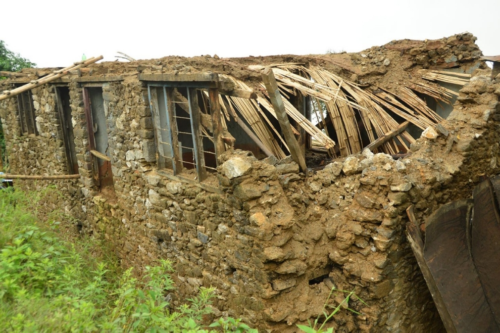 image-adapt-990-high-nepal_earthquake_aftermath-1444260623131