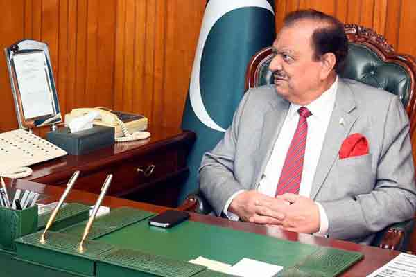 mamnoon-hussain-office-600